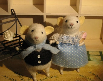 Mice Couple in Love. Wool Felted Mouse, felted mice, Mice in Love. Valentine's gift. OU1