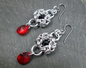 Chainmaille Earrings - Romanov Weave - Gothic Wedding Jewelry - Black and Red - Gothic Earrings - Chainmaille Jewelry - Wedding Earrings