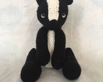 Saskia the crochet skunk by Hiboutique