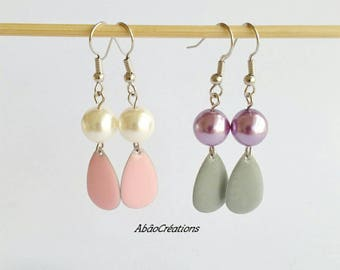 Dangling earrings with round pearls and sequins in the shape of drop