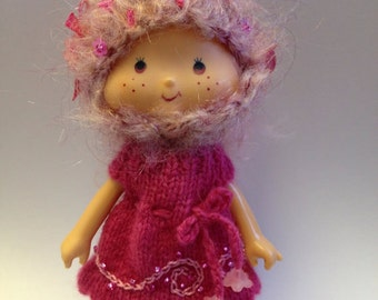 pdf knitting pattern - Sweet knitted dress for vintage Strawberry Shortcake doll.