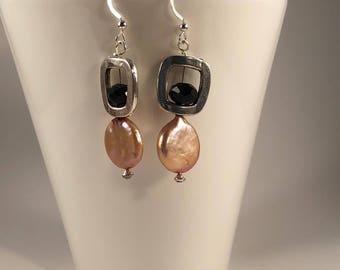 Cocoa earrings / pearl earrings