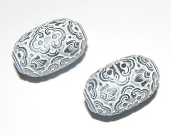 Vintage Ornate Carved Lucite Silver Grey and White Carved Lucite Focal Beads 22mmx14mm (2) bds040F
