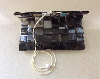 Gothic Tabakbeutel, Raucher Geschenk, Eco Mode, Upcycled Zeitung, Tabak-Liebhaber, Raucher, schwarz, Candy Wrapper Technik