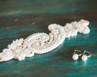 WEDDING CUFF BRACELET Bridal Lace Cuff Bracelet white Pearl Bracelet bride Jewelry victorian wedding pearl bracelet bride statement bracelet
