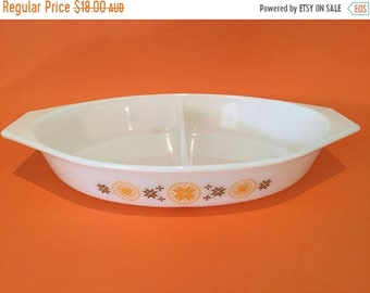 ON SALE Vintage Pyrex 'Town & Country' Divided Dish