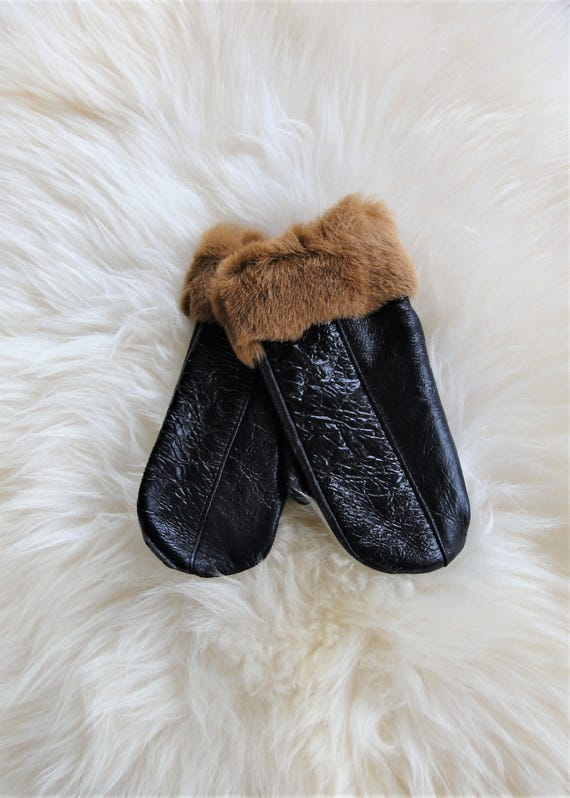 Winter sheepskin gloves. Unisex style. Black gloves. Genuine leather gloves. Sheepskin clothing.