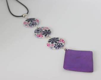 Original vertical necklace in Pearl Pink and purple acrylic flowers violet.