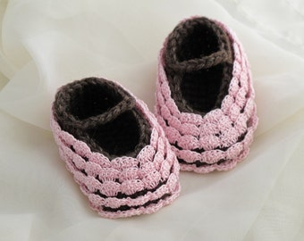 0-3 Months Baby Booties. Pink. Cotton.