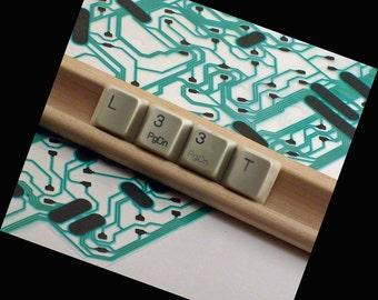 L33t--- Accessoire de bureau techno