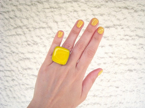 Yellow ring, yellow resin ring, lemon yellow glass ring, citrine neon pop, big chunky square ring, color block jewelry, stainless steel ring