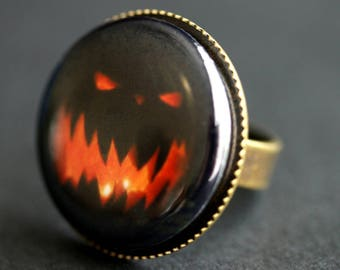 Halloween Ring. Scary Jack o Lantern Face Ring. Graphic Button Ring. Adjustable Ring. Bronze Ring. Halloween Jewelry. Handmade Ring.