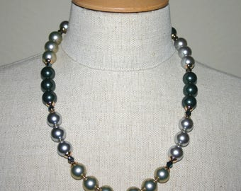 SHELL PEARL NECKLACE...Block Colour Pearl Necklace