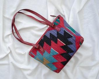 large kilim bag | 1970s kilim purse | red kilim purse | large tapestry purse | carpetbag