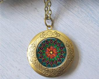 Photo Locket, Mandala Necklace, Locket Necklace, Emerald Green Necklace