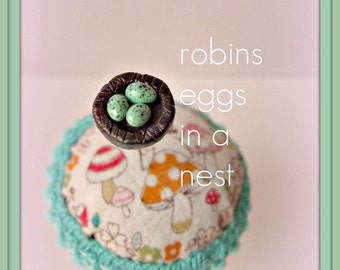 Robins Eggs in a Nest Pin Topper
