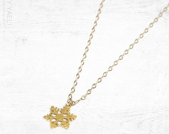 Nature necklace, snowflake necklace, gold snowflake charm, winter necklace, tiny necklace, christmas gifts, dainty necklace, gift under 50.