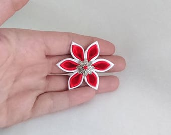 White satin kanzashi flowers / red made by hand