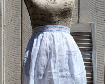 Vintage! White/blue/coral/apron! 1960s. Nice and clean apron!!