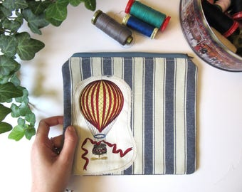 Bag for coins with vintage hot air balloons