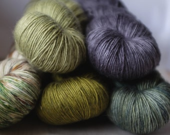 x5 skeins of CENTRE PLACE SINGLE, colourways as listed, single ply superwash merino, ~360m/100g, handdyed