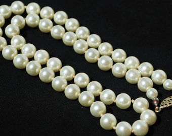 Glass cream pearl necklace. Made in Japan. 1950's pearls. Jackie O pearls.