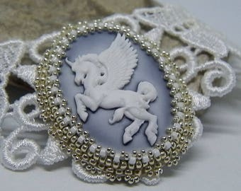 "White lace and cameo set ""pegasse"" white and silver necklace"