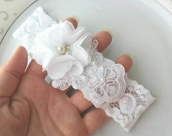 Jarretière de mariée, blanc, mariée porte-jarretelles, Jarretière en dentelle sur mesure, Applique au point mousse, point mousse perle, fleur sur mesure au point mousse, cousu en appliqué, bal à la main