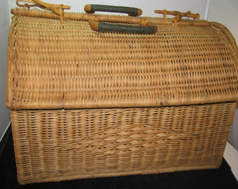 Wicker Basket with handles and closures, Vintage
