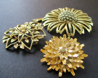 Flower Pins / Brooches * Gold Tone * GERRY * SARAH COVENTRY * Lot Of Three Pins