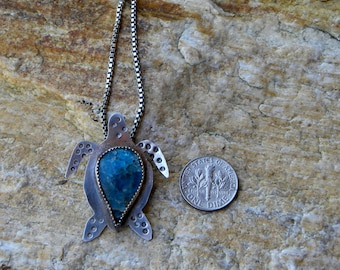 sterling sea turtle with apatite cabochon