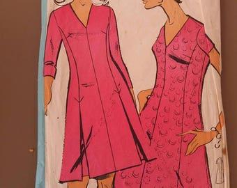 Vintage pattern vintage dress v-neck fashion echo