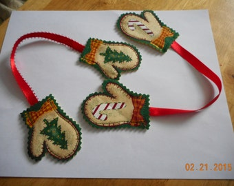 CHRISTMAS ORNAMENTS, Christmas Hugs set of 2, Mitten ornaments,Stocking Stuffer,Hand made ornaments