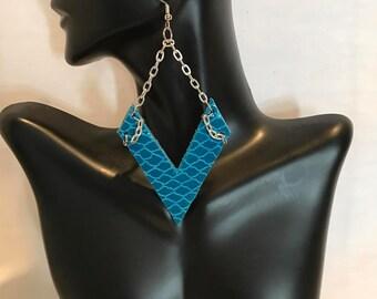 Turquoise V's