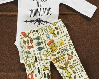Mountain baby. Baby adventure. Snowboard baby. Winter outfit. Baby boy. Baby girl. Camping adventure. Skiing adventure. Baby adventure.