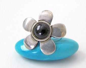 Silver Flower Ring, Black Onyx Ring, Vintage Sterling Silver Ring, Flower Jewelry, Ring Size 5.75, Unique Rings for Her, Black Stone Ring