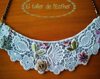 Embroidered lace necklace with bronze chain.