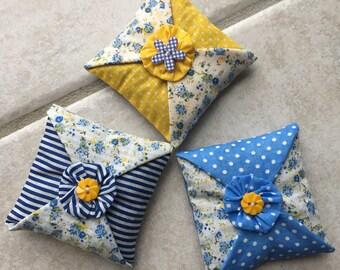 sachet de lavande,lot de 3 coussins décoratif,décoration d'intérieur ,parfum,fleur en tissu