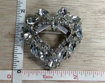 Vintage Silver Toned Heart Shaped Wreath Pin Brooch Gently Used
