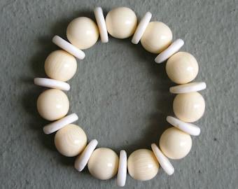 Pretty Horn and Naga Shell Stretch Bracelet  - White & Cream