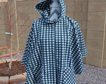 Poncho with hood, size S 8-10,  2 large pockets, black and white check fleece jacket, tweens and teens poncho , cape