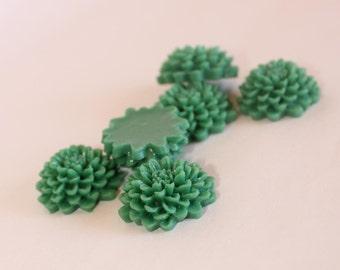 10 CHRYSANTHEMUM Cabochons - 20mm - Emerald Green Color