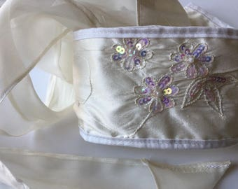 Bridal slash belt made of embroided doupion, white silk belt for dress, bride