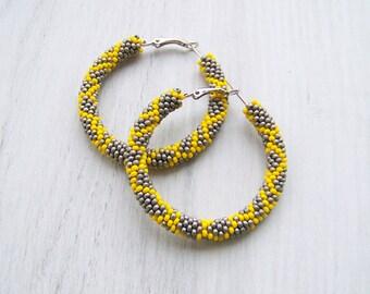 Beaded grey and yellow hoop earrings - Beadwork - beaded earrings - seed beads earrings - Geometric pattern earrings, bright earrings