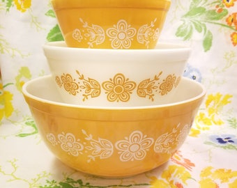 Pyrex butterfly gold nesting mixing bowls set of 3 401 402 403 vintage 1970s  yellow milk glass