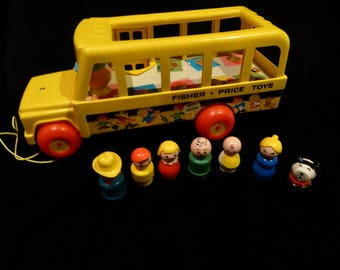 Vintage Fisher Price  SCHOOL BUS and Seven  Little People  1965 Wooden Base Lot B