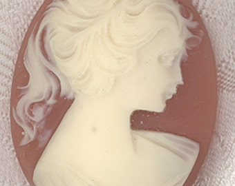 Cameo vintage  1 1/2 x 2 inches