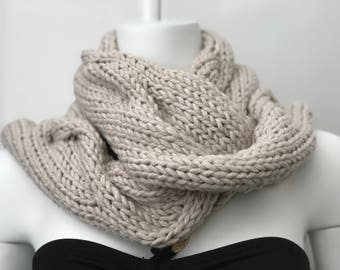 Shadow Cable Scarf in Beige
