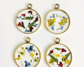Valley- gold circle pressed flower necklace