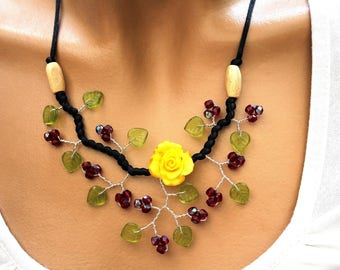 Yellow branch necklace Garnet and green